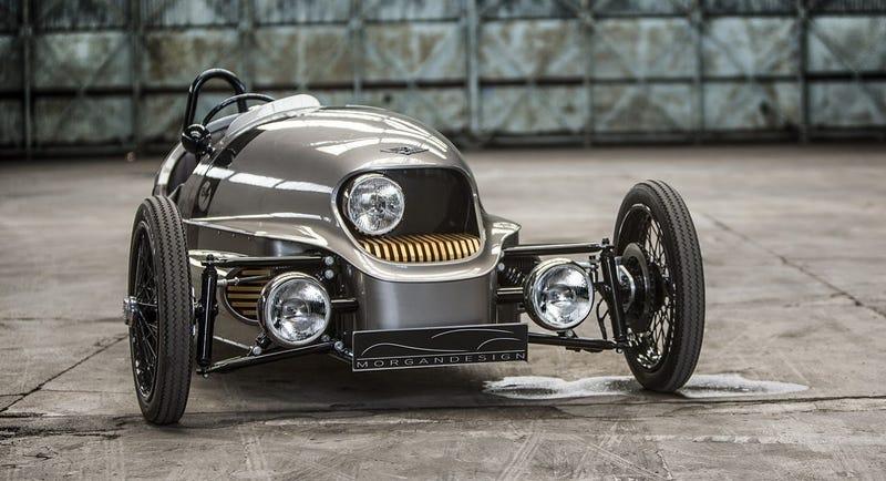 Illustration for article titled Este extraño bólido eléctrico de tres ruedas te transportará a otro siglo a 160 Km/h
