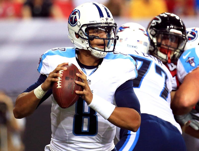 Illustration for article titled Marcus Mariota Spends 3 Months In Pocket To Prepare For Quarterback Role