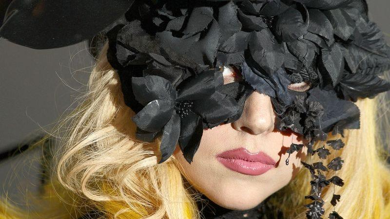Illustration for article titled Lady Gaga Kidnaps Commissioner Gordon