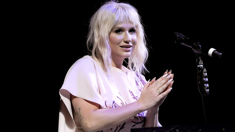 Illustration for article titled Kesha's Mom Says Sony 'Wants Her to Fail' After Billboard Awards Performance Is Cancelled