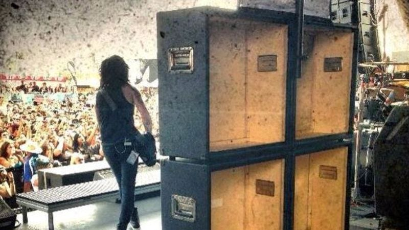 Illustration for article titled Black Veil Brides caught using fake stage amps