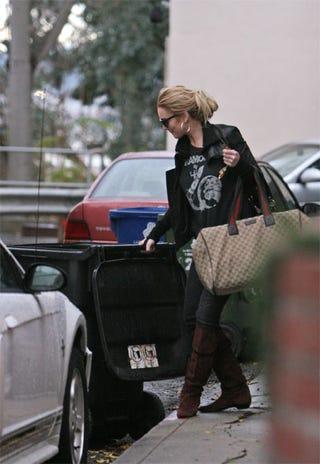 Illustration for article titled Lindsay Lohan Gets Trashy