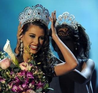 Illustration for article titled Venezuelan Crowned Miss Universe For Second Year In A Row