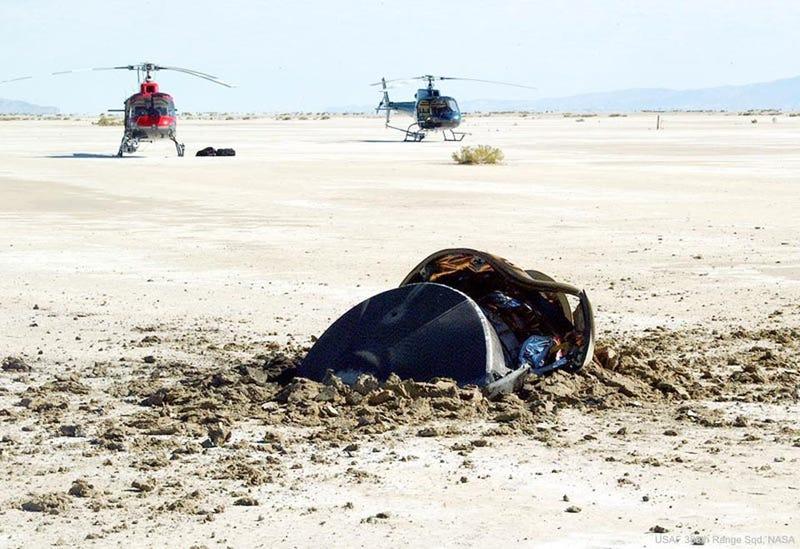Illustration for article titled Misión Génesis: la verdadera historia detrás de esta foto de la NASA que muestra un platillo volante accidentado