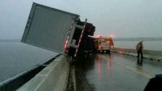Illustration for article titled How did this truck not plummet into the Potomac River?