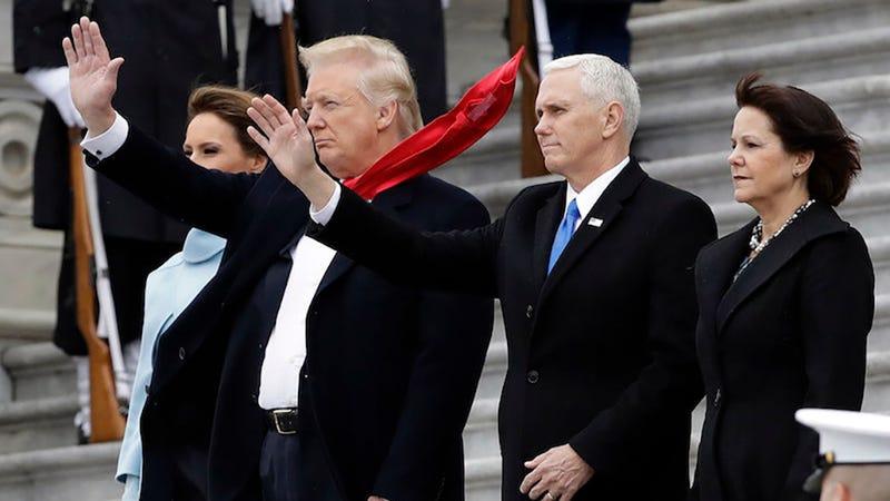 Trump misspells 'honour' on Twitter