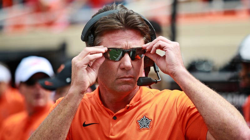 Illustration for article titled Mike Gundy Tries To Blackmail Reporters For Doing Their Jobs
