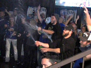 Illustration for article titled The Royals Partied With Fans And Eric Hosmer Bought Everyone Drinks