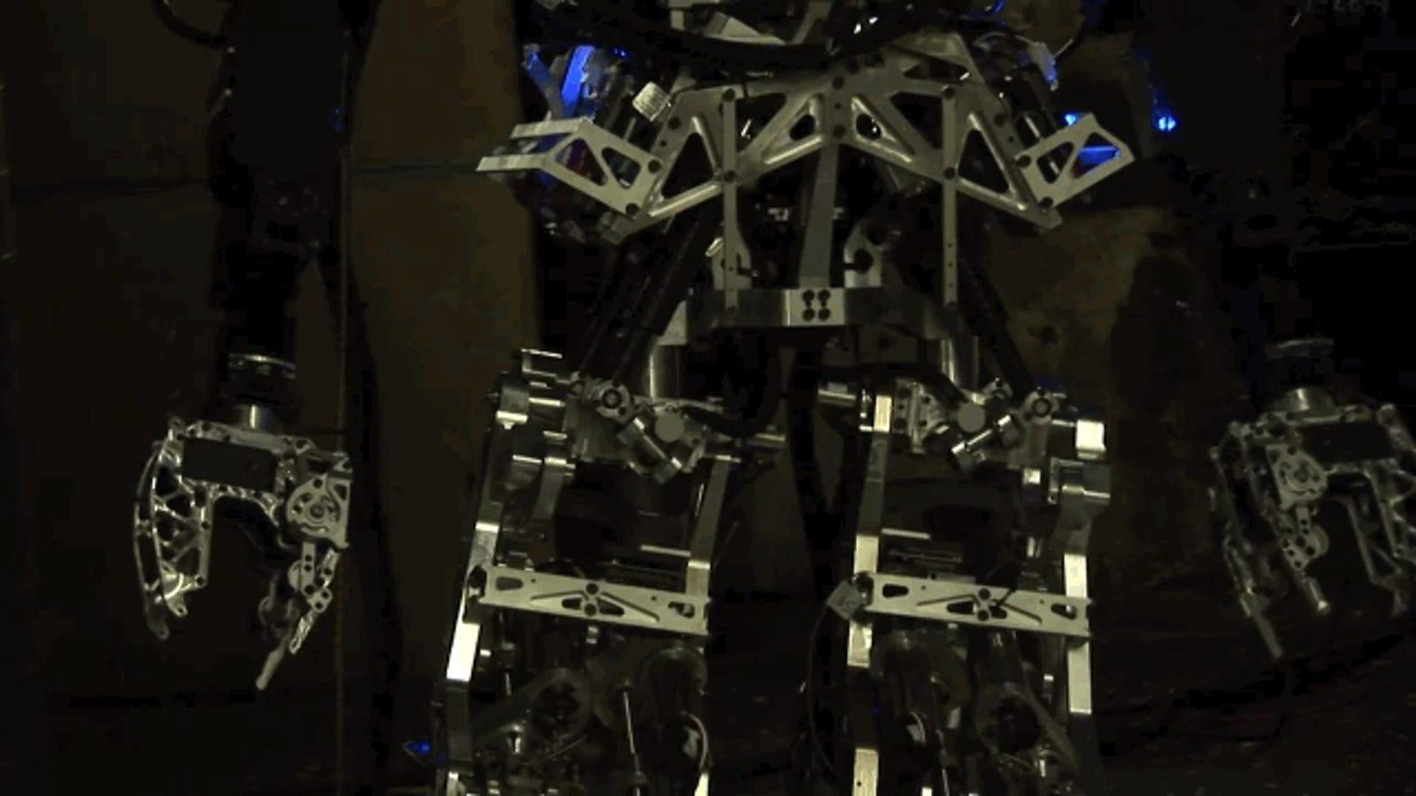Este inquietante robot ayudará a apagar incendios en barcos militares
