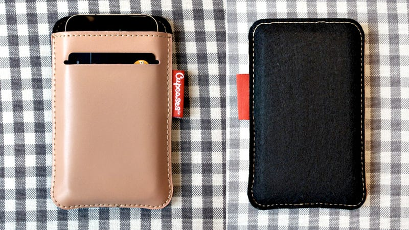 Illustration for article titled Leave Your Wallet At Home and Carry Just Your iPhone and Three Credit Cards