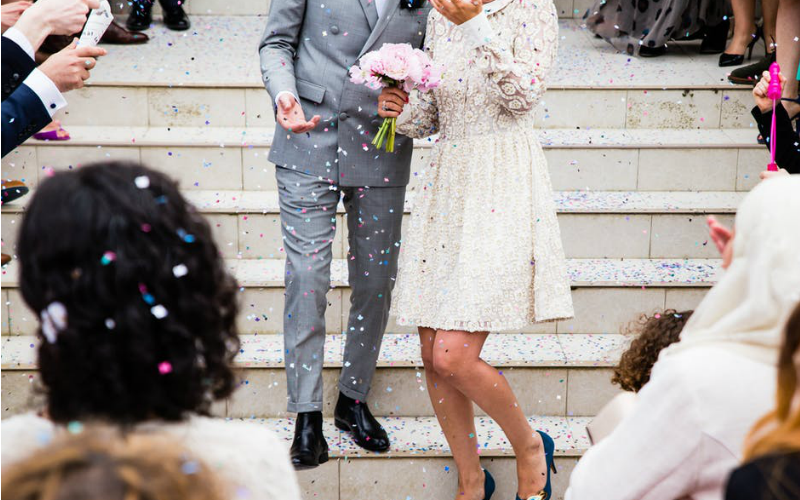 Get All The Photos Friends Take at Your Wedding Instantly With This App