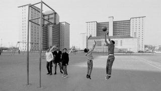 A scene from 1970s Bronzeville, near the Robert Taylor Homes (Getty Images)
