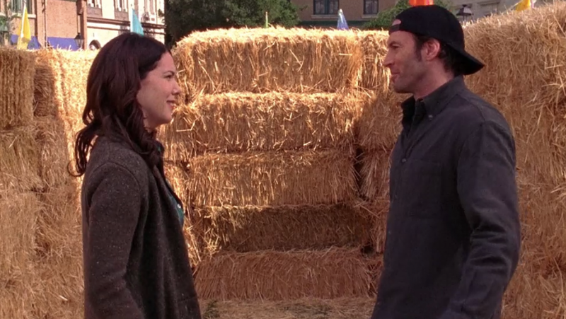 """Illustration for article titled Lorelai and Luke reach a détente in Gilmore Girls' """"Hay Bale Maze"""""""