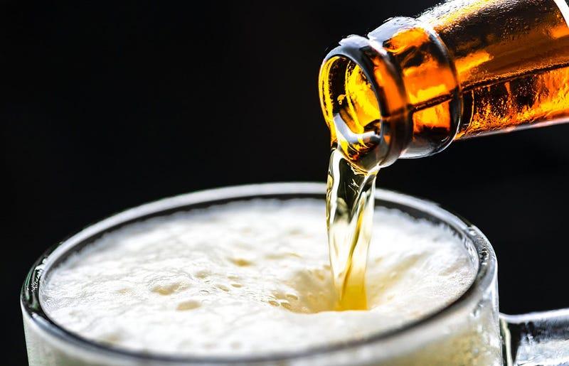 Illustration for article titled Lo sentimos, esa cerveza después de hacer ejercicio no te ayuda en nada a recuperarte, al contrario
