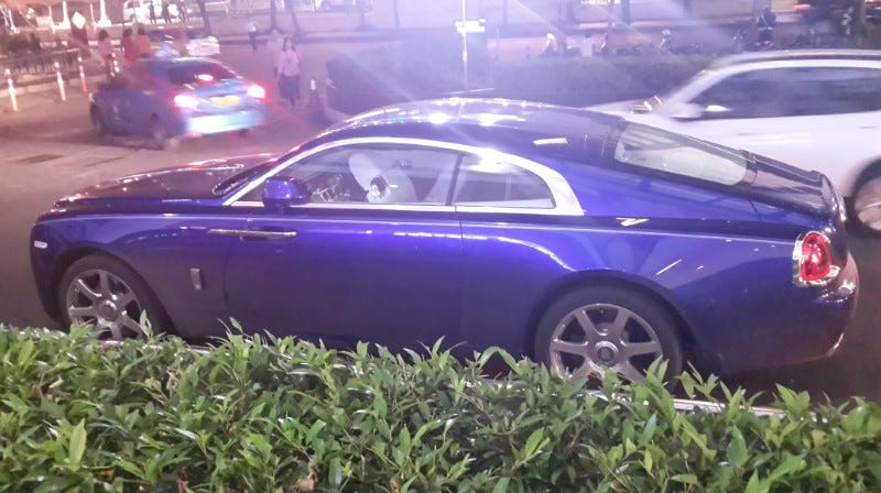 Illustration for article titled Worst Photo Ever Of: Rolls Royce Wraith