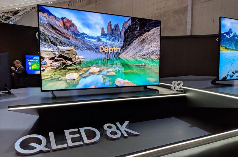 Illustration for article titled Los nuevos televisores QLED 8K de Samsung no necesitan contenido en 8K, lo escalan ellos mediante IA