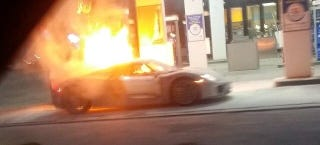 Illustration for article titled NOOOOOOO! First Porsche 918 Spyder Burns To Ground In Gas Station Fire