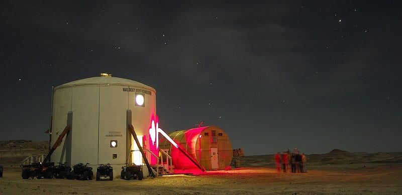 Illustration for article titled Una misión en esta falsa base de Marte acaba en un incendio muy real