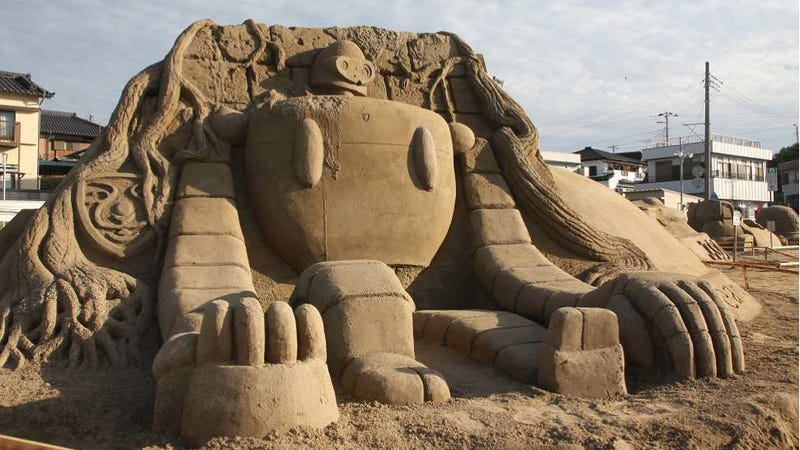 Illustration for article titled Japanese Anime Comes Alive with These Amazing Sand Sculptures