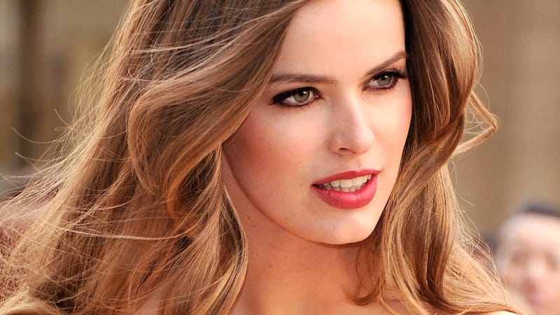 fe4e317b64 Illustration for article titled Robyn Lawley Would Prefer You Not Label Her  a '