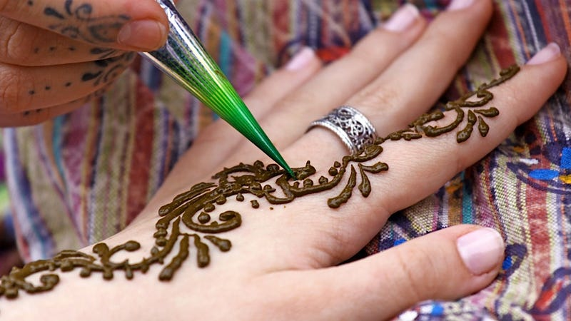 Illustration for article titled Black Henna Dye Might Cause 'Oozing Lesions' on Some Gullible Tourists
