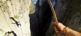 Illustration for article titled Insane slackliner crosses 660-meter gorge without safety, then jumps