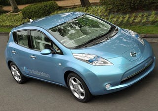Illustration for article titled Someone Finally Gets Their Hands on the Nissan Leaf IRL