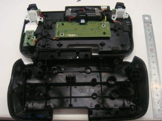 Illustration for article titled The 3DS Circle Pad Pro Busted Open. Look at It!