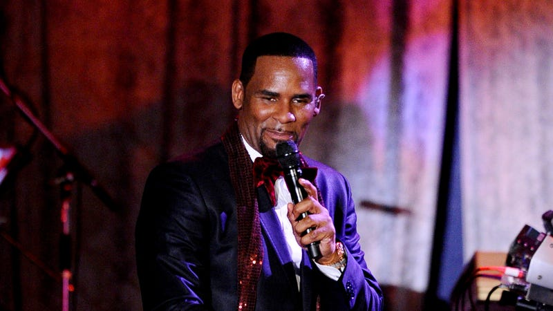 Singer R. Kelly performs at the 2011 Pre-GRAMMY Gala and Salute To Industry Icons Honoring David Geffen on February 12, 2011 in Beverly Hills, California.