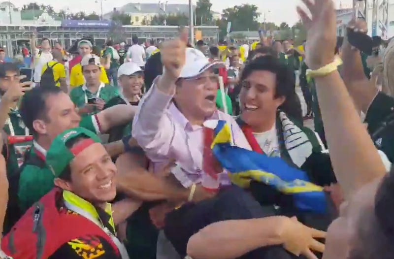 Illustration for article titled GratefulMexico Fans Are Treating South Korea Fans Like Royalty