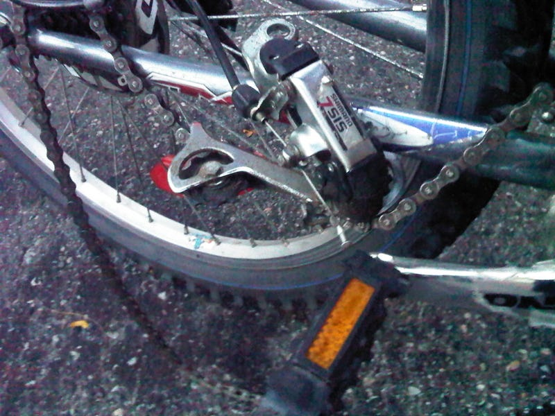 Illustration for article titled Derauiler fell off my bike. (UPDATE)