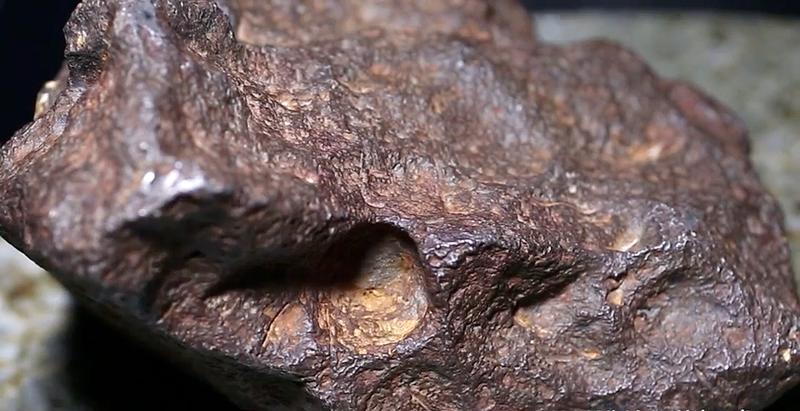 Illustration for article titled Descubre que la piedra que usaba como tope para puerta es un meteorito valorado en 100.000 dólares