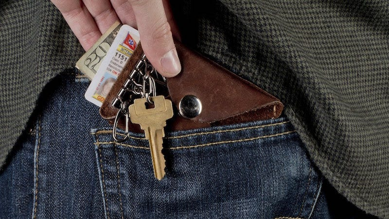 Illustration for article titled Make Your Own Minimalist Leather Wallet and Key Holder