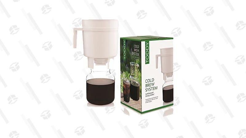 Cafetera Toddy para hacer café frío | $17 | AmazonGráfico: Chelsea Stone