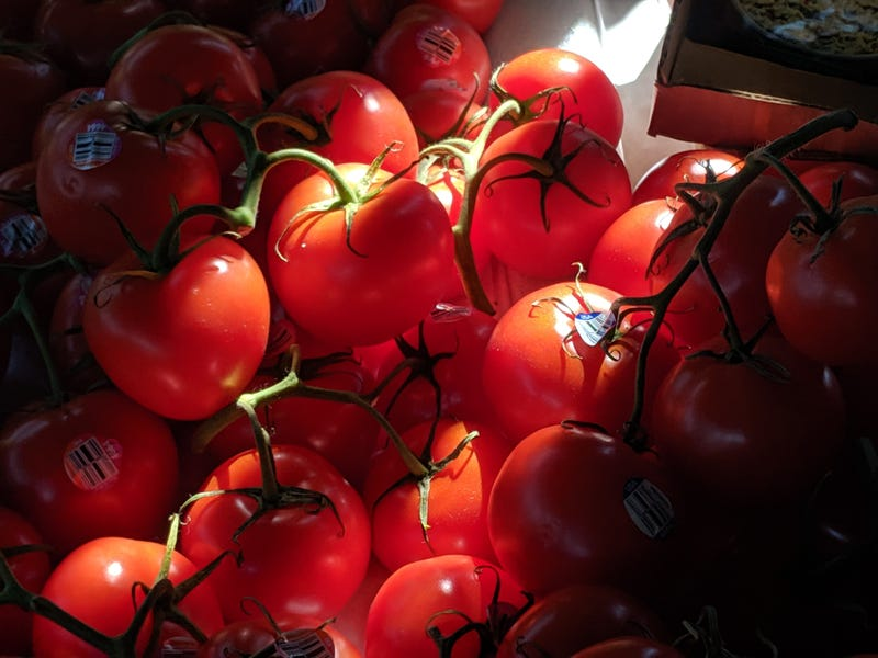 """Illustration for article titled You say """"tomato"""" and I say """"tomato."""""""