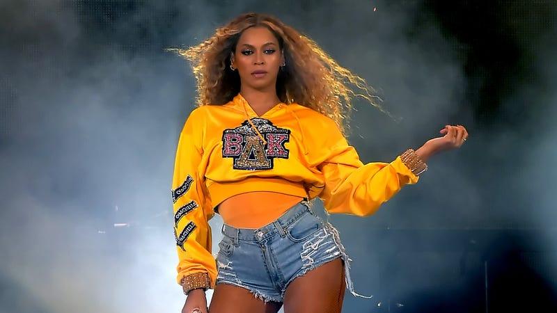 Illustration for article titled Destiny's Child reunited last night during Beyoncé's Coachella set