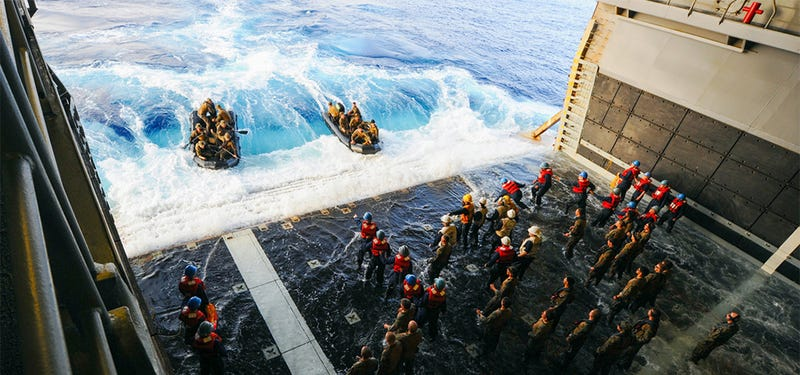 Illustration for article titled Cool photo: Boarding an amphibious assault ship seems like a lot of fun