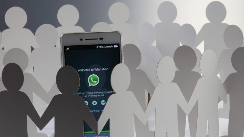 Las menciones llegan a los grupos de WhatsApp. Imagen: Shutterstock