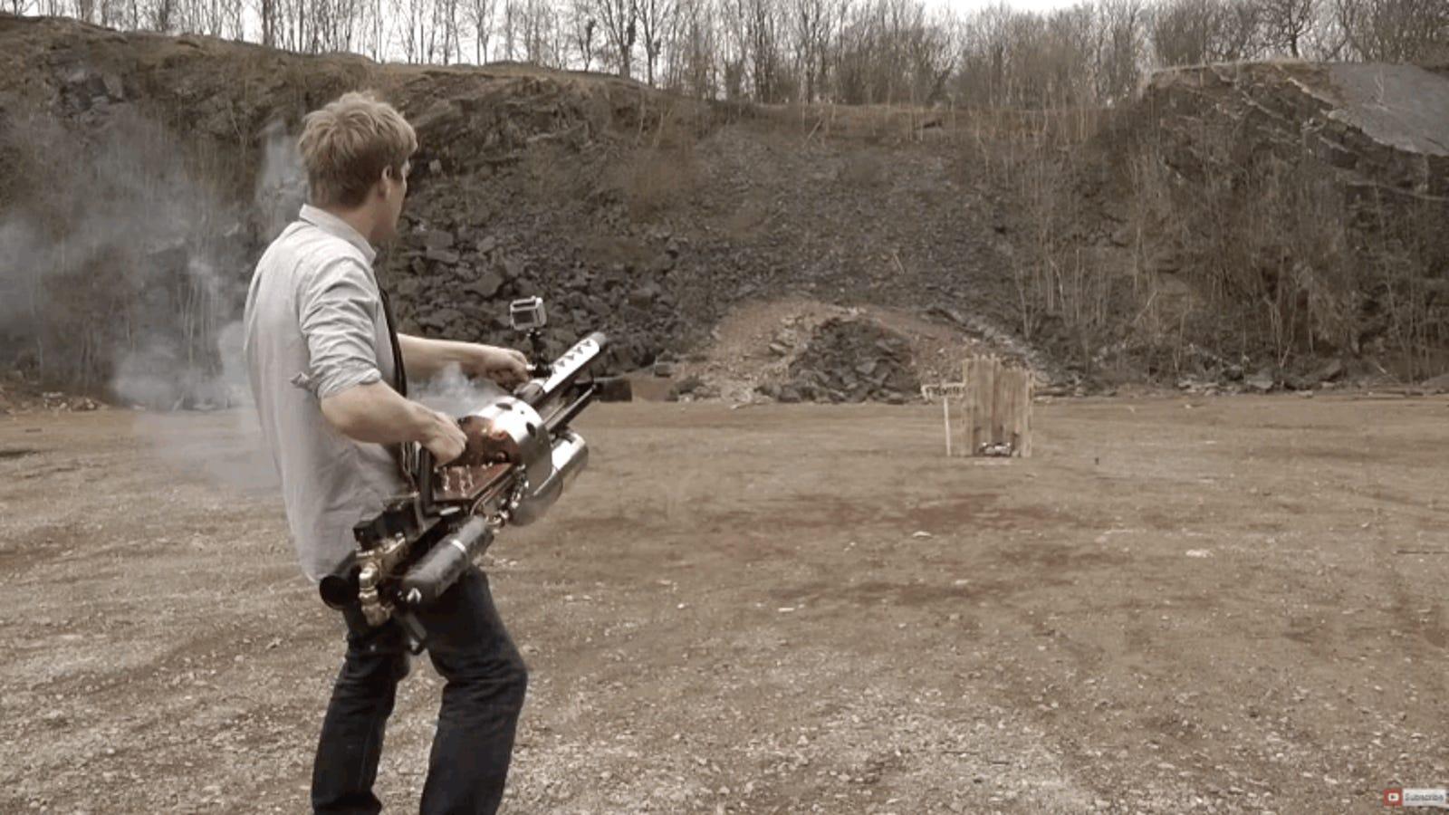 Fabrica su propio cañón para lanzar granadas termita capaces de fundir acero