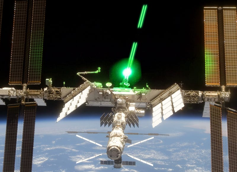 Illustration for article titled ISS and Discovery In Debris Collision Danger, NASA Thinking About Course Change