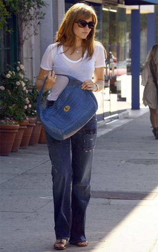 Illustration for article titled Mandy Moore Hides High-Waisted Pants Behind Low-Slung Purse