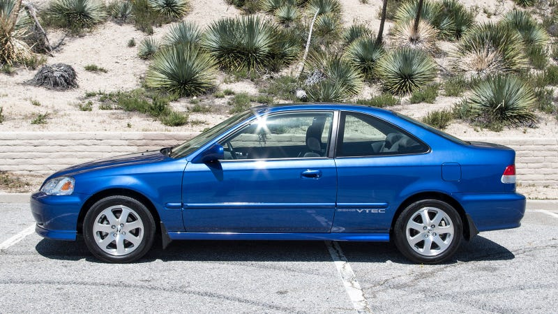 This Is The 1999 Civic Si In Hondas Collection One That Was Sold Looks Just Like It But Youll Have To Check Out Bring A Trailers Site See What