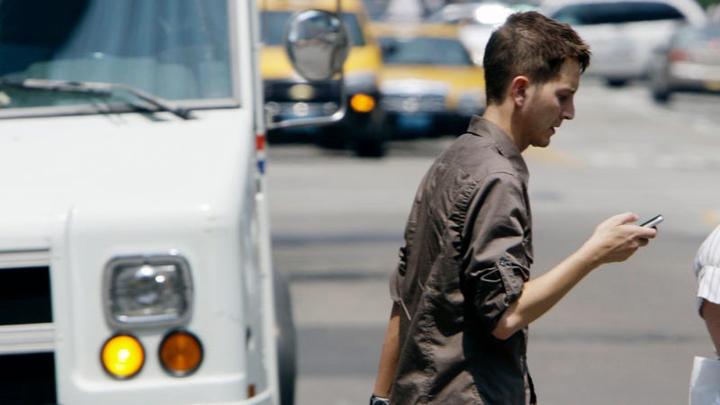 This US City Is Now Issuing $35 Tickets for Walking While Texting