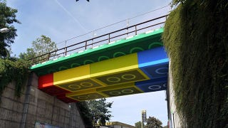 Illustration for article titled This Giant LEGO Bridge Looks Photoshopped (But It's Not)