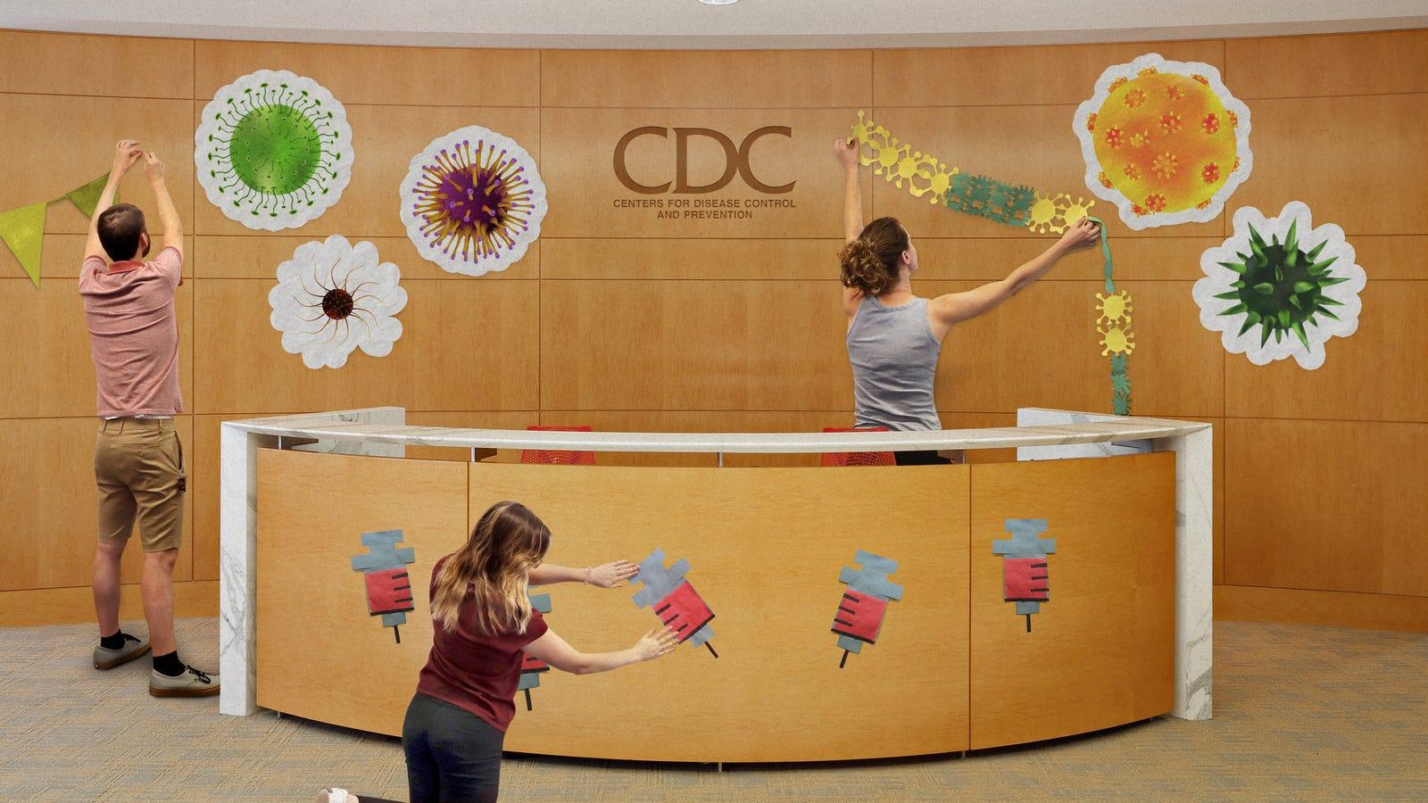 Bersemangat CDC Karyawan Mulai Dekorasi Untuk Musim Flu