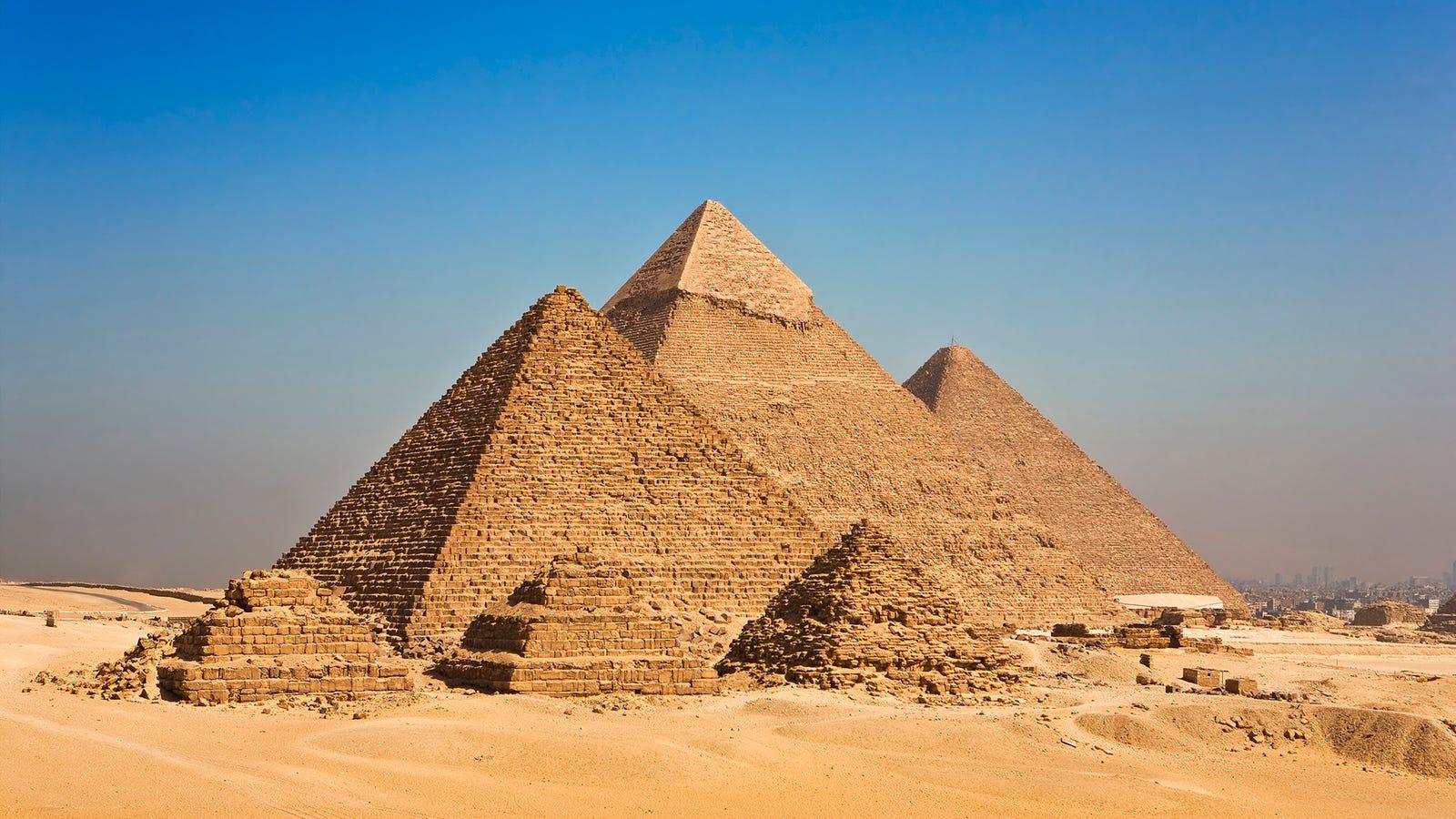 Cairo stopover tour to Giza Pyramids, Sakkara and Memphis