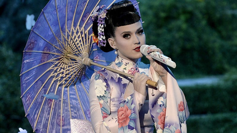 Illustration for article titled Katy Perry Called a Racist for Sexy Geisha Performance at the AMAs