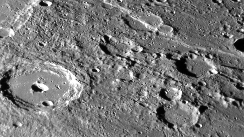Illustration for article titled Detailed Photos Of Mercury's Tortured Surface As MESSENGER Winds Down