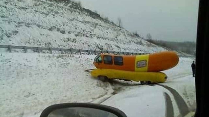 Illustration for article titled Wienermobile Has Exact Same Crash Five Years After First Crash