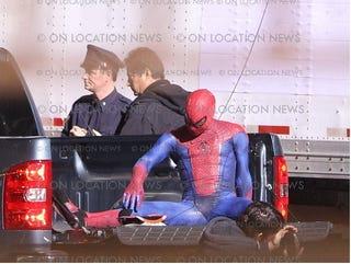 Illustration for article titled Spider-Man set photos